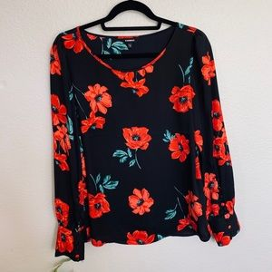 Long sleeved scoop neck floral blouse